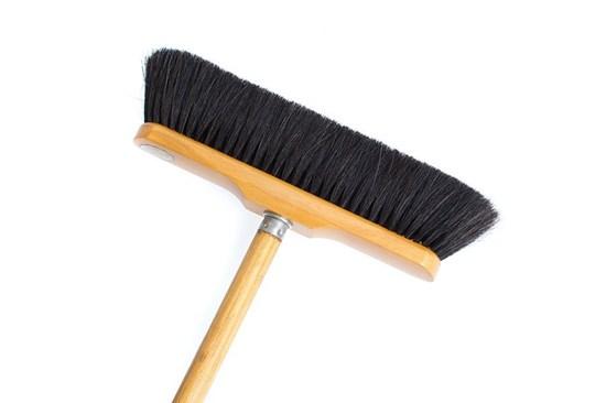 Drevená metla s čiernym konským vlasom - voskovaná