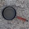 Hlboká liatinová panvica s bukovou rúčkou - 20 cm