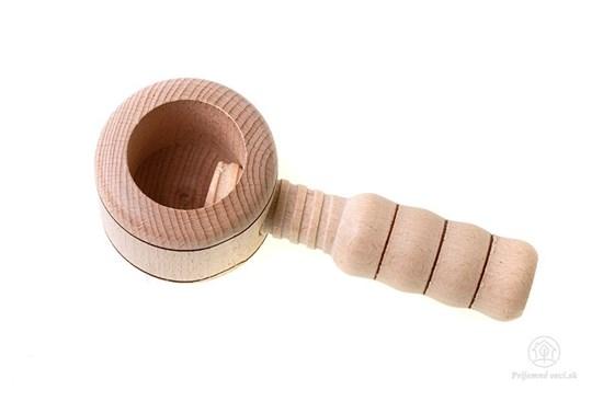 Drevený luskáč na orechy - klasický
